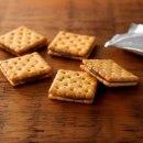 초콜릿 크림 샌드위치 크래커